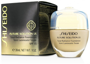 Shiseido Future Solution LX Total Radiance Alapozó SPF15