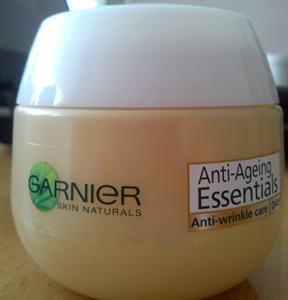 Garnier Essentials Multi-Aktív Ránctalanító Arckrém Nappalra 35+