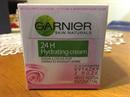 Garnier Essentials 24H Hidratáló Krém Védő Rózsa Kivonattal