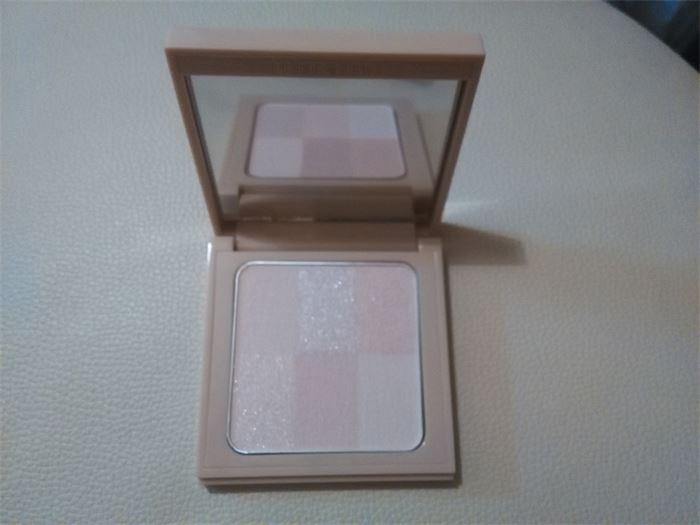 Bobbi Brown Nude Finish Illuminating Powder #Light To
