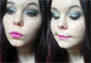 Ezüst csillámló szilveszteri smink lila rúzzsal :)