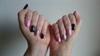 Pasztell pink és fekete köröm