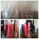 Praktikus tároló parfümszórók/rúzsok számára (24 rekesz)